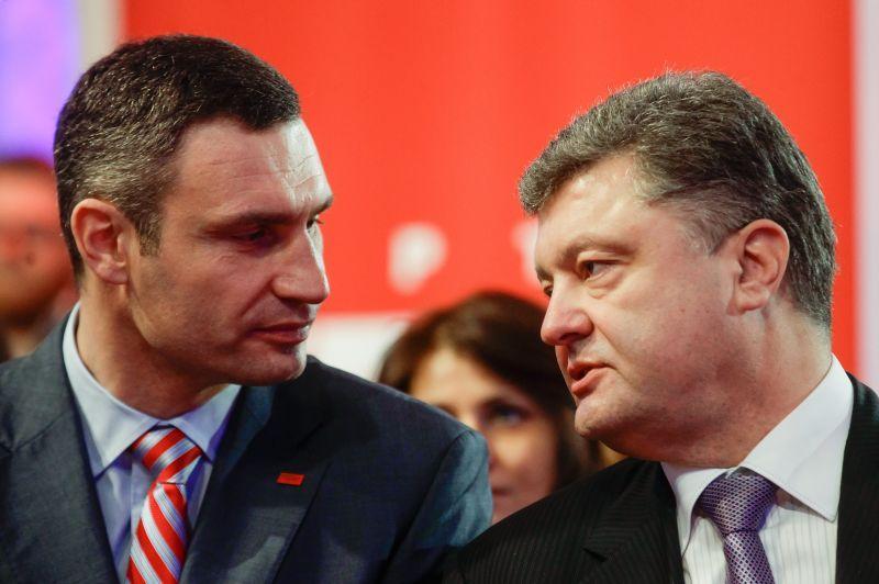Primarul Kievului, celebrul boxer Vitali Kliciko, candidează primul pe lista partidului lui Poroşenko �n alegerile din octombrie