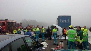 Accident TERIBIL pe o autostradă din Olanda: doi morţi şi 26 de răniţi după ce 150 de vehicule s-au ciocnit. FOTO şi VIDEO