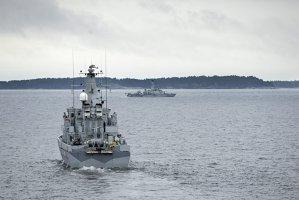 """Armata suedeză a prezentat o fotografie cu misteriosul """"vas străin"""" pentru care a mobilizat 200 de oameni, nave şi elicoptere"""