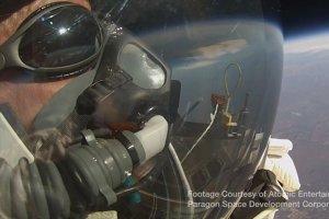 Un vicepreşedinte Google a doborât recordul lui Felix Baumgartner, sărind de la o înălţime de 41.420  de metri. VIDEO