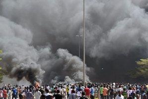 Lovitură de stat în Burkina Faso. Armata a preluat puterea. Protestatarii au incendiat sediul Parlamentului - VIDEO