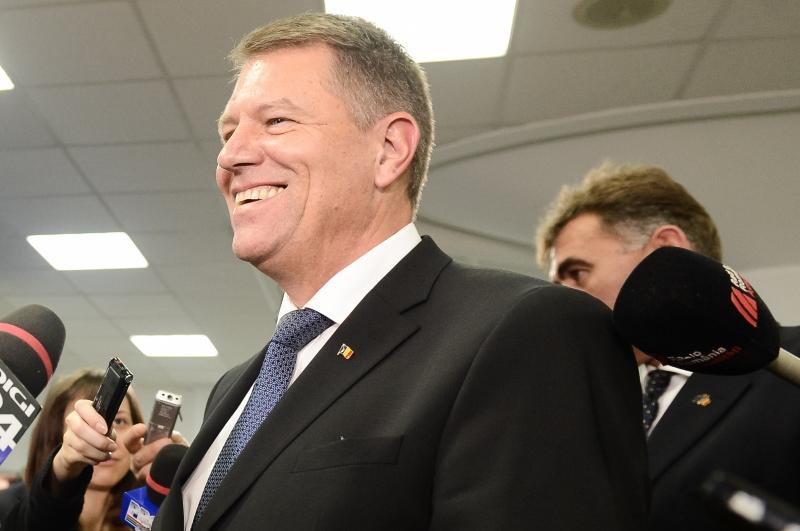 Petro Porosenko l-a felicitat telefonic pe Klaus Iohannis si l-a invitat sa efectueze o vizita �n Ucraina