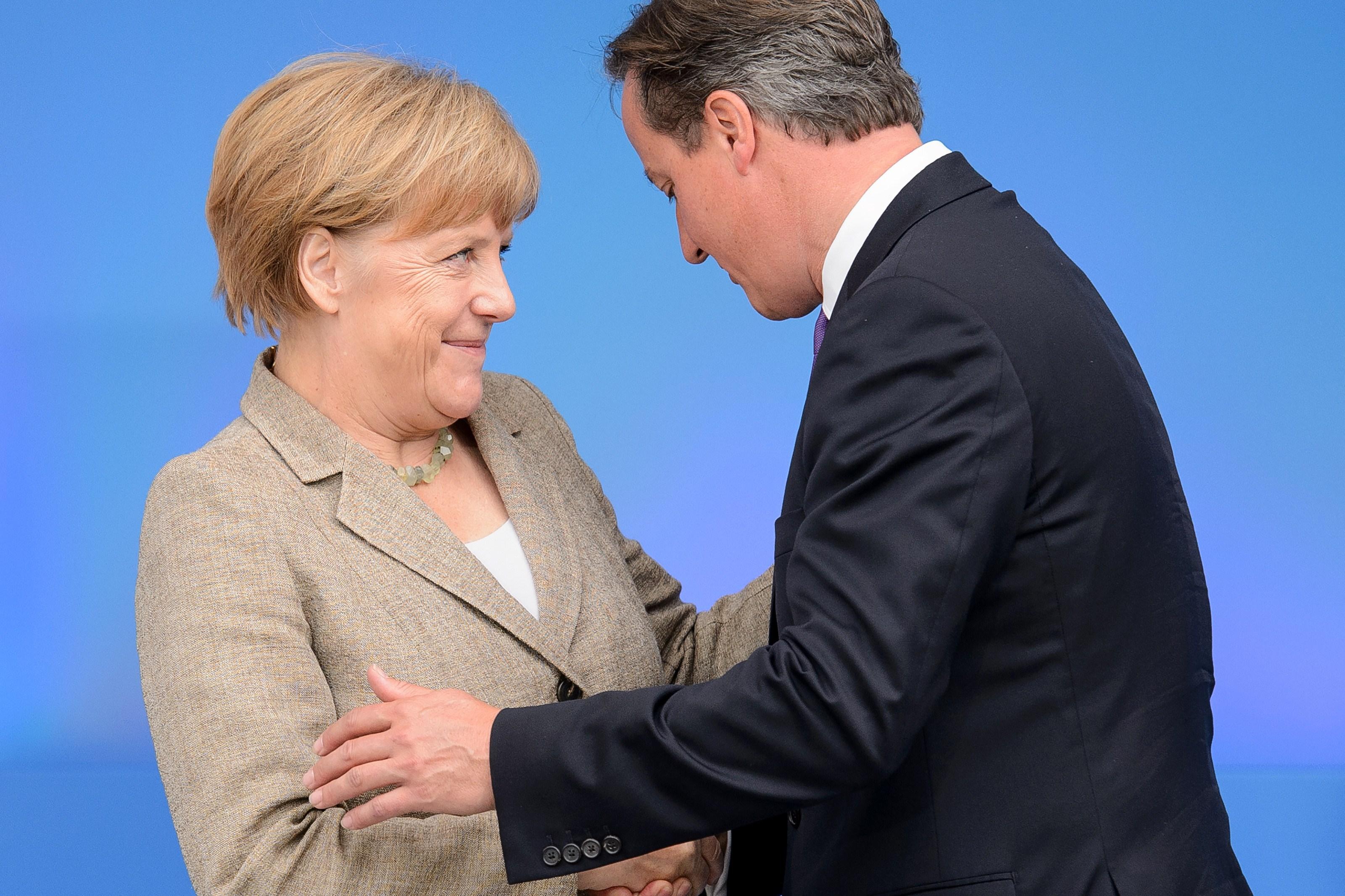 """David Cameron ameninţă din nou cu BREXIT. Cum a """"editat"""" Angela Merkel planul premierului(...)"""