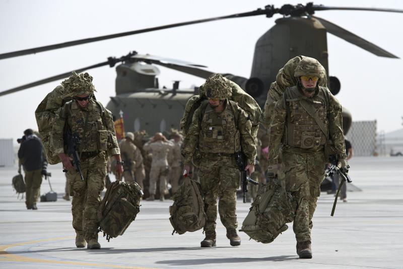 Marea Britanie va trimite sute de instructori militari �n Irak