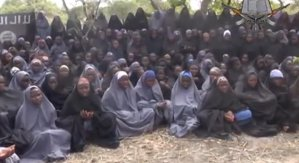 Cel puţin 185 de persoane, răpite de Boko Haram. Gruparea ţine captive încă 219 eleve de liceu