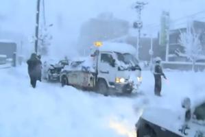 Cel puţin 11 morţi şi sute de locuitori izolaţi în Japonia, din cauza furtunilor de zăpadă