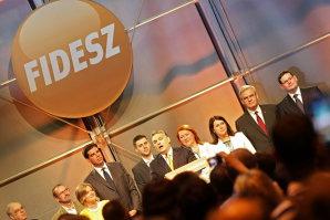 Ce au păţit doi parlamentari Fidesz pentru că au votat împotriva partidului