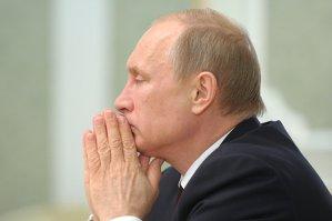 """Vladimir Putin susţine că nimeni nu va reuşi """"să intimideze sau să izoleze"""" Rusia şi îi anunţă pe ruşi că trebuie să facă sacrificii"""
