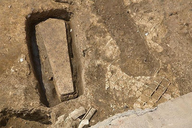Morm�ntul unei regine necunoscute, vechi de 4.500 de ani, descoperit �n Egipt