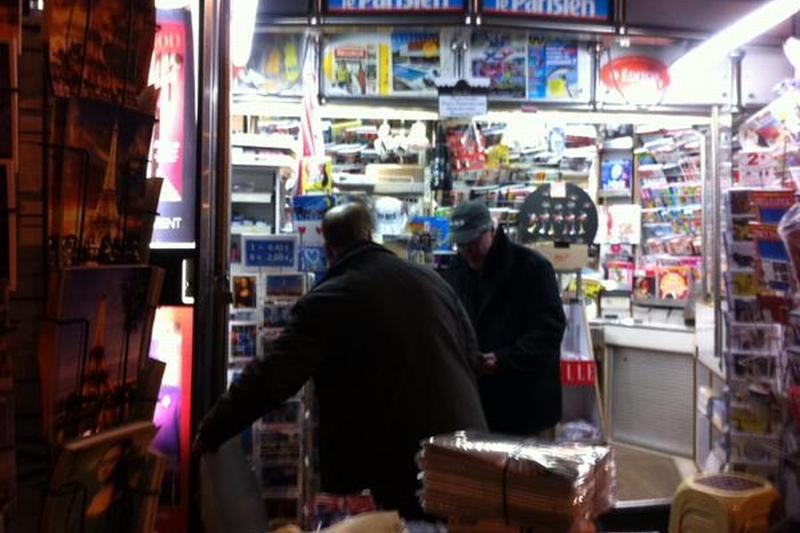 Surpriza �n aceasta dimineata la chioscurile de ziare din Paris. Ce au aflat oamenii care voiau sa cumpere noul numar al Charlie Hebdo. Tiraj record pentru saptam�nalul satiric