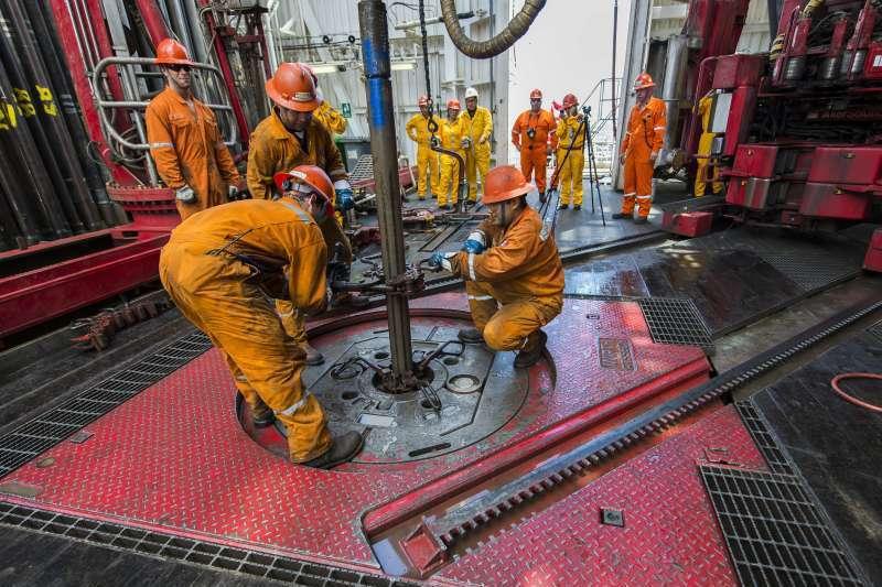 Un gigant petrolier rus reduce investitiile din acest an cu 10%, din cauza scaderii preturilor titeiului