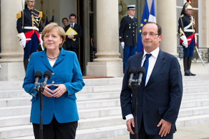 François Hollande a discutat cu preşedintele rus şi cancelarul german despre situaţia din Ucraina