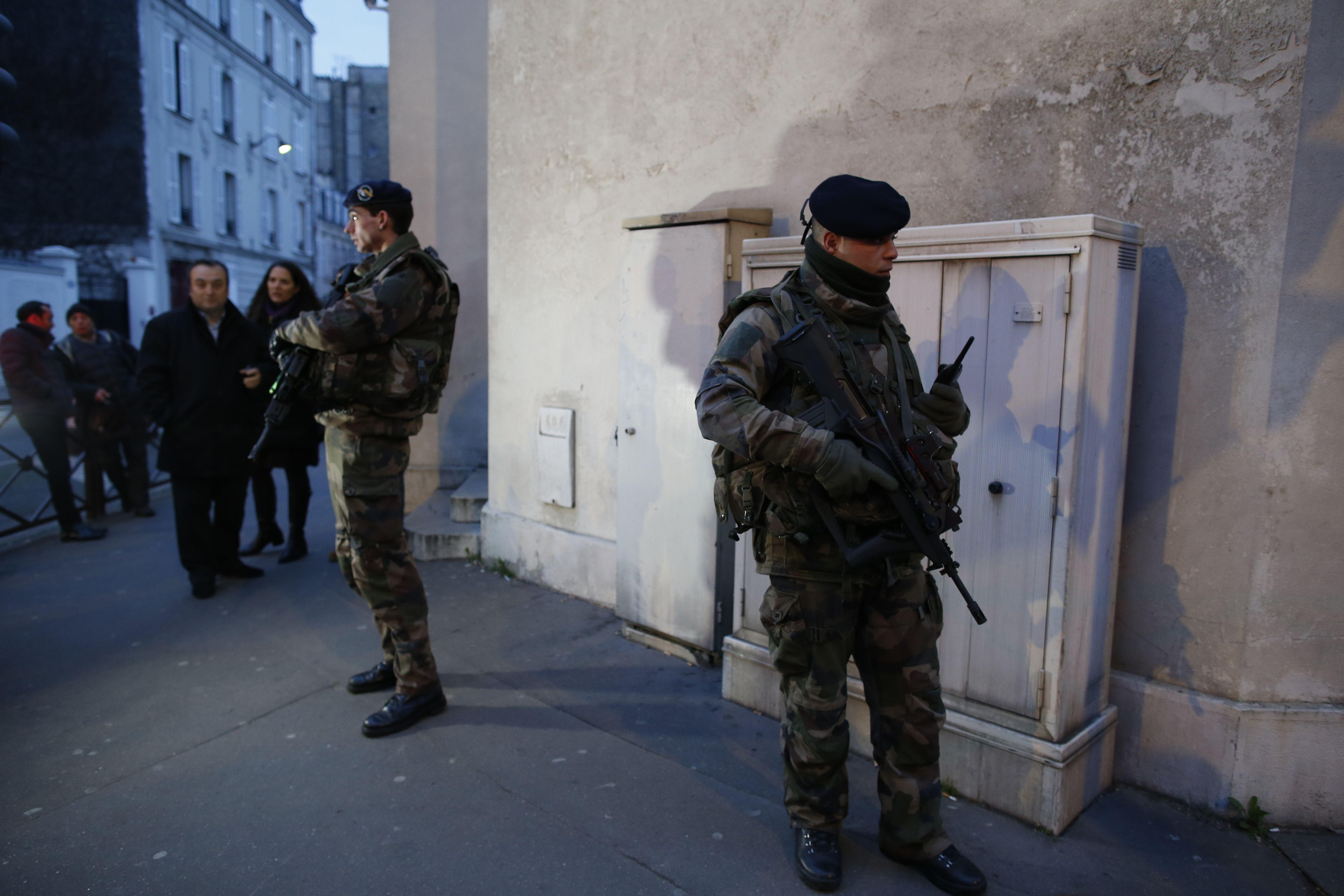Operatiune anti-jihadista �n Franta: cinci persoane au fost arestate