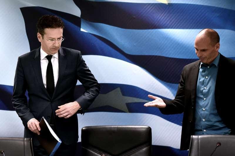 TENSIUNI la Atena: Guvernul Greciei anunţă că nu va coopera cu troica creditorilor şi nu va cere prelungirea acordului de salvare