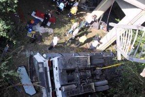Un autobuz s-a prăbuşit într-o prăpastie, în China. Când s-au uitat la pasageri, poliţiştii au avut un şoc