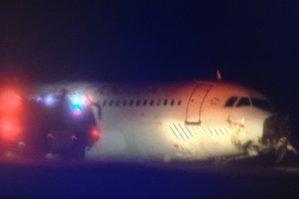Aproape de o nouă tragedie aviatică. 23 de răniţi în Halifax, după ce un avion Air Canada a ieşit de pe pistă