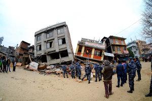Bilanţul cutremurului din Nepal depăşeşte 4.000 de morţi. MAE a găsit 36 de români în zonă. Are loc o operaţiune de evacuare a alpiniştilor