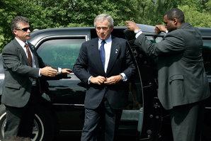 """George W. Bush spune că Obama este naiv şi îl sfătuieşte cum trebuie să procedeze cu teroriştii din Statul Islamic: """"Trebuie să-i omori"""""""