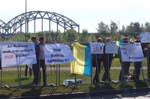 """Protest la Summitul Parteneriatului Estic de la Riga. """"Opriţi agresiunea Rusiei, Ucraina = Europa"""". Corespondenţă de la Riga"""