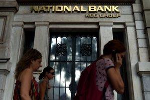 Băncile greceşti rămân închise marţi şi miercuri