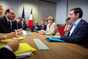 """Grecia nu a adus nimic nou la masa negocierilor. Toţi liderii UE se întâlnesc duminică pentru decizia finală asupra Greciei. Merkel: """"Situaţia este atât de periculoasă"""""""