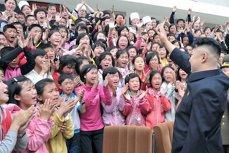 Kim Jong-un îi obligă pe nord coreeni să se prezinte la muncă şi la şcoală la 5 dimineaţa. ''Unii nu se pot trezi. Oamenii sunt epuizaţi''