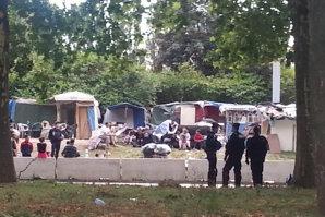 Aproximativ 500 de romi, evacuaţi de autorităţile franceze din oraşele Grenoble şi Paris