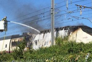Sute de pasageri ai unui TGV spaniol evacuaţi în Franţa, după ce locomotiva a luat foc