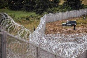 Armata ungară a început să ridice o nouă porţiune a gardului anti-imigranţi de la frontiera cu Serbia