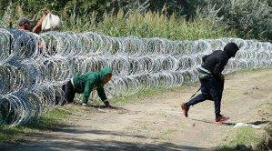 """Capcanele de pe internet: traficanţii de persoane au creat pagini pe Facebook în care le promit imigranţilor o cale """"sigură"""" spre Europa"""