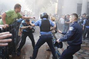 Violenţe de stradă în Ucraina, după adoptarea proiectului privind autonomia regiunilor. Cel puţin 90 de răniţi în confruntările din faţa Parlamentului