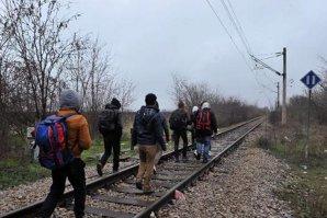 Trenurile pline cu imigranţi care au plecat din Ungaria au ajuns în Austria şi Germania