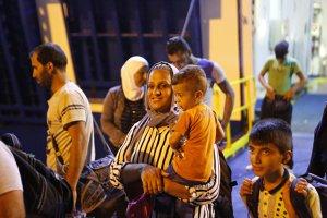 Aproape 3.000 de refugiaţi plecaţi din Ungaria au ajuns în Austria