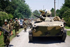 Armata ucraineană şi insurgenţii proruşi au început retragerea tancurilor din estul Ucrainei