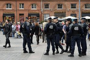 Poliţia franceză caută un nou suspect în atacurile de la Paris