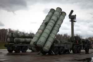 Rusia îşi transferă sistemul de apărare antiaeriană S-400 Triumf la o bază din Siria