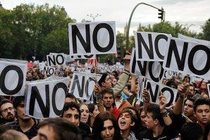 Mii de persoane manifestează la Madrid împotriva unei intervenţii spaniole în Siria