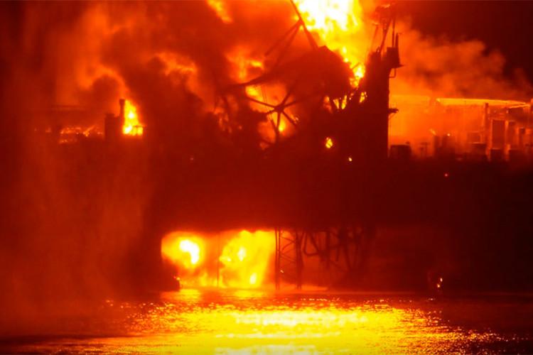 Cel puţin 32 de morţi, după un incendiu izbucnit pe o platformă petrolieră a companiei SOCAR din Marea Caspică