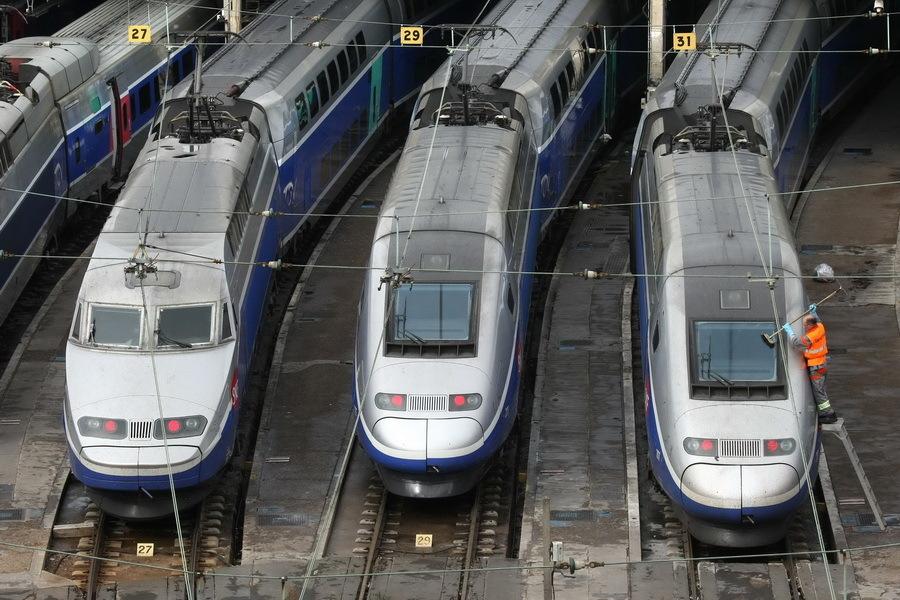 O nouă ameninţare teroristă în Franţa: traficul feroviar, întrerupt după ce într-o gară a fost găsit un colet suspect