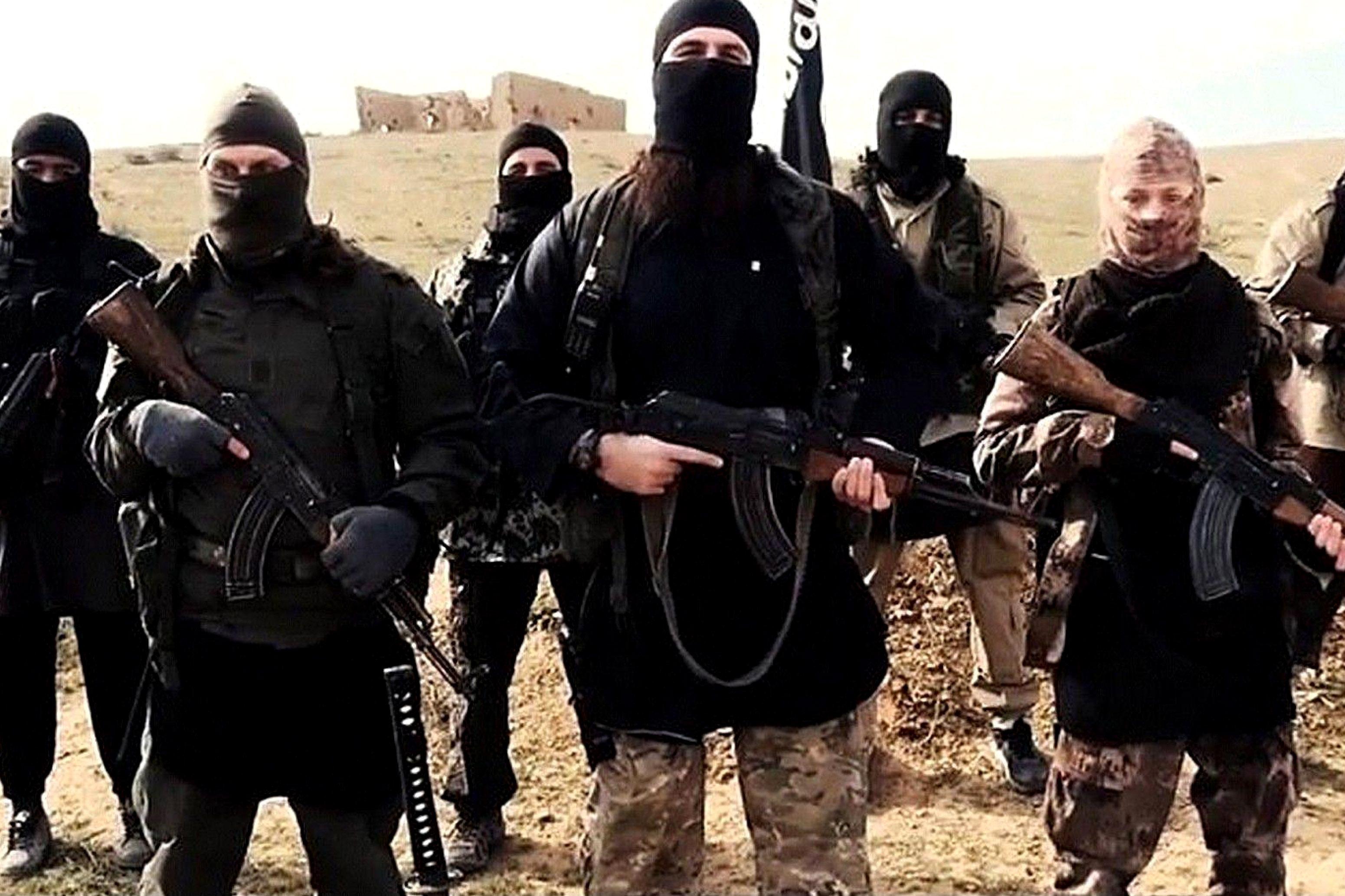 Un luptător din cadrul Statului Islamic şi-a executat în public mama