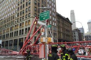 Cel puţin un mort după prăbuşirea unei macarale pe un bulevard din New York
