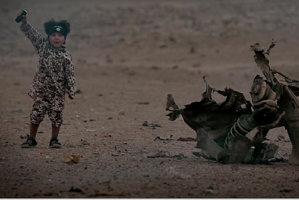 Un copil aruncă în aer trei ostatici, într-o înregistrare video a reţelei teroriste Stat Islamic