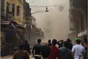 O clădire de cinci etaje s-a prăbuşit la Istanbul