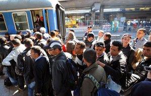 Avertismentul premierului Valls: Europa nu-i poate primi pe toţi imigranţii din Siria, Irak sau Africa