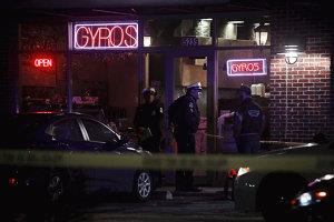 Patru răniţi într-un atac comis într-un restaurant din SUA. Agresorul, omorât de poliţie
