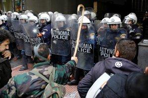 Violenţe la Atena: fermierii s-au bătut cu poliţiştii