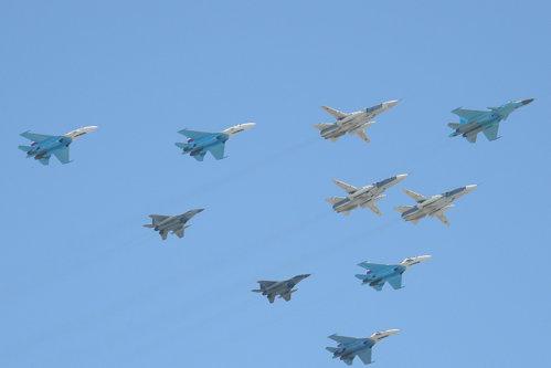 Rusia trimite bombardiere în Crimeea
