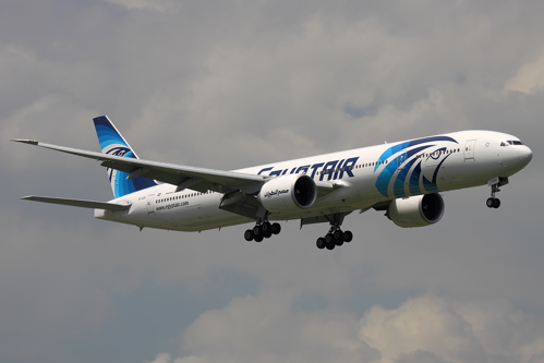 Epava avionului EgyptAir este căutată în Mediterană