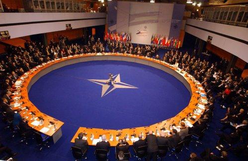 """În faţa unei """"Rusii tot mai agresive"""". Decizie fără precedent a NATO"""