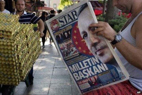 42 de jurnalişti, pe lista neagră a lui Erdogan. S-au emis mandatele de arestare